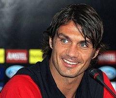 Паоло Мальдини решил поиграть в футбол еще один годик