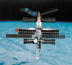Мужская часть экипажа МКС 8 марта будет драить станцию
