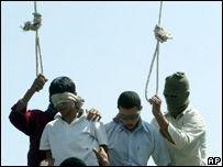 Иранскому гею грозит депортация на родину