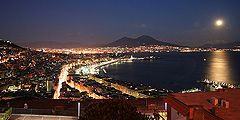 Неаполь привлекает туристов скидками и концертами