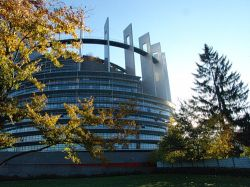 Празднование 50-летия Европарламента омрачено скандалом