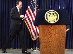 Жители штата Нью-Йорк требуют отставки губернатора Элиота Спитцера за связи с проститутками