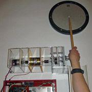 Робот научит новичков играть на барабанах