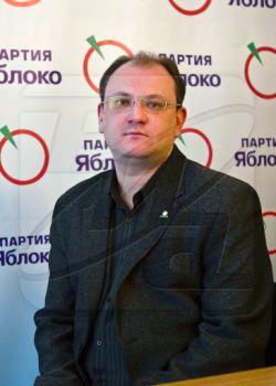 """Арестованному лидеру питерского \""""Яблока\"""" Максиму Резнику запретили встречаться с матерью"""