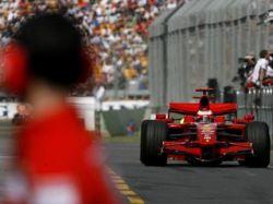 """В первых заездах \""""Формулы-1\"""" быстрее всех были Кими Райкконен и Льюис Хэмилтон"""