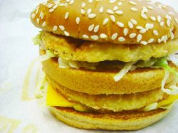 """Женщина сломала два зуба о сэндвич в McDonald\""""s"""