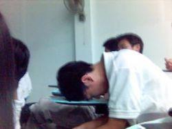 Ученик подает в суд на школу за то, что его разбудили во время урока