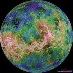 Полярная воронка на Венере эволюционирует во времени