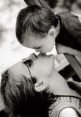 Матери-подростки менее чутко реагируют на плач ребенка