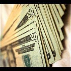 Швейцарский франк впервые за свою историю стал стоить дороже доллара
