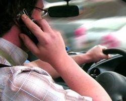 В Германии оправдали водителя, гревшего ухо мобильником