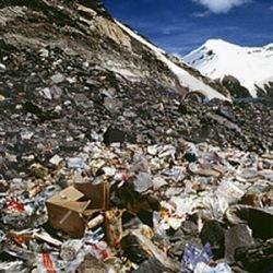Тонны мусора с Эвереста