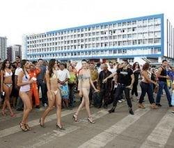 В Бразилии устроили День нижнего белья
