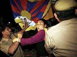 В Индии арестованы 30 тибетцев при попытке взять штурмом китайское посольство