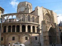 На входе в Кафедральный собор Валенсии установили светофоры