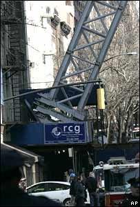 На Манхэттене рухнул гигантский кран, есть погибшие