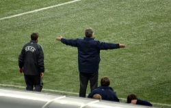 Главный тренер сборной России по футболу Гус Хиддинк будет рекламировать телевизоры