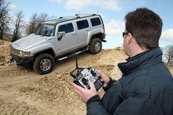 HUMMER H3 превратили в радиоуправляемую игрушку