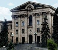 Парламент Армении ввел ограничения на проведение массовых акций