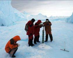Китайцы собирают в Антарктиде лед