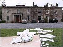 Две тысячи незваных гостей разгромили дом 18-летней именинницы (видео)