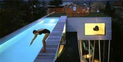 13 самых необычных бассейнов (фото)
