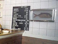 Рыба в формалине Дэмиена Херста, 8 лет провалявшаяся в магазине, уйдет с молотка за $300 тыс