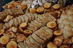 Производители специально пускают слухи о подорожании хлеба, предположили чиновники