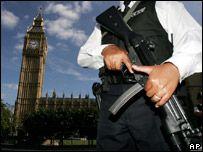 Британии угрожают террористы и наводнения