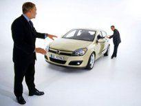 Женщины тщательней мужчин подходят к выбору автомобиля