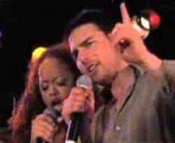Танцующего Тома Круза застукали на вечеринке сайентологов (видео)