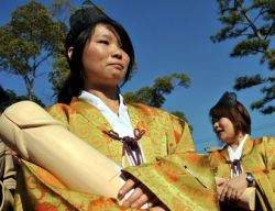 В Японии отметили праздник деревянных пенисов