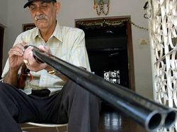 Индийцам выдают лицензии на ношение оружия за стерилизацию