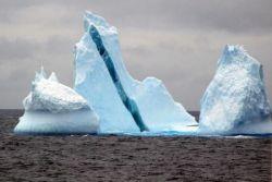 Полосатый айсберг (фото)