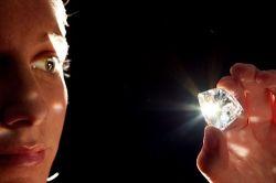 Создан лазерный детектор фальшивых драгкамней