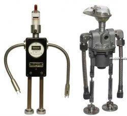 Коллекция роботов из металлолома (фото)