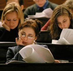 Государство сократит число бесплатных мест в вузах для юристов и экономистов