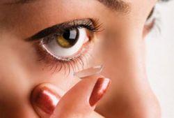 Неправильное ношение линз может стать причиной слепоты