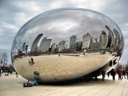 """Зеркальная скульптура \""""Облачные ворота\"""" в центре Чикаго (фото)"""