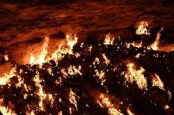 Кратер с горящим газом в Дарвазе (фото)