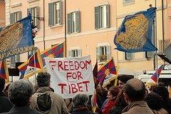 Евросоюз призвал Китай прекратить применение силы против тибетских демонстраций