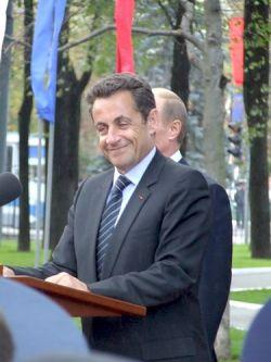 Президент Франции будет отслеживать высказывания в блогах