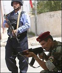 В боях в Басре погибли 30 человек