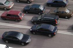 Куда спешат авто по встречной полосе?