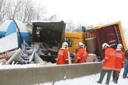 Авария с участием около 100 автомобилей в Австрии (фото)
