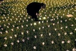 4000 свечей в память о погибших в Ираке солдатах (фото)