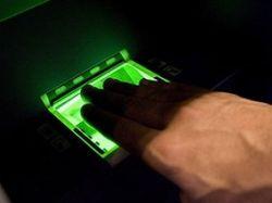 В нью-йоркском аэропорту начали снимать отпечатки пальцев