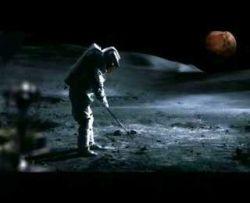 Звезда мирового гольфа Тайгер Вудс (Tyger Woods) поиграл в космический гольф (видео)