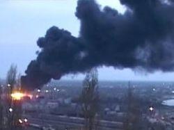 Пожар на нефтебазе в Махачкале не удается потушить уже более 12 часов