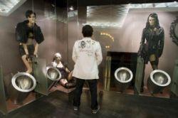 Португальский туалет с манекенами (фото)
